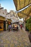 Turist- gata av berömda Souk Madinat Jumeirah Royaltyfri Bild