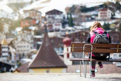 Turist i bergstad royaltyfri bild
