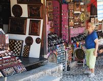 Turist i Mostar Arkivfoton