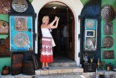 Turist i Mostar Royaltyfri Bild