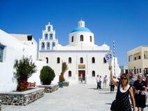Turist i Oia Santorini royaltyfri foto