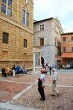 Turist i Pienza Royaltyfria Bilder
