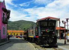 Turist- järnväg i Alausi till Nariz del Diablo, Ecuador arkivfoton