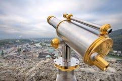 Turist- kikare i Salzburg Arkivfoto