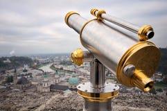Turist- kikare i Salzburg Fotografering för Bildbyråer