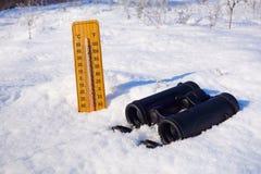 Turist- kikare och vinterlandskap Arkivfoton