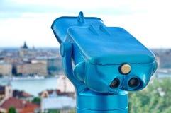 Turist- kikare på Budapest Arkivbild