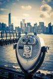 Turist- kikare på Liberty Island Fotografering för Bildbyråer