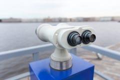 Turist- kikare på Peter-Pavel Fortres Royaltyfria Foton