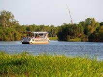 Turist- kryssning för gult vatten, Kakadu, Australien Arkivfoto