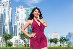 Turist- kvinna på stadssemester i stad Arkivbilder