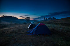 Turist- läger med tält Royaltyfri Bild