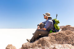 Turist- maximum för fotvandraresammanträdeberg, ovanför salt öken, Bol Fotografering för Bildbyråer