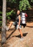 Turist med den stora ryggsäcken Arkivfoto