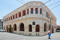Turist nära fortskrivarens privata hotell i det Galle fortet i Sri La Arkivfoto