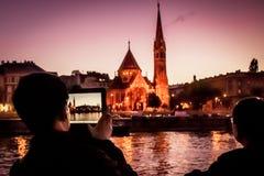 Turist neemt een foto met een iPad Stock Foto