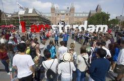 Turist på Amsterdam Rijksmuseum Arkivbilder
