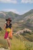 Turist på Castelluccio di Norcia royaltyfri foto