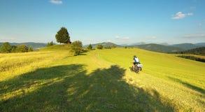 Turist på cykeln Royaltyfri Fotografi