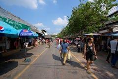 turist på den Jatujak eller Chatuchak marknaden Arkivbilder
