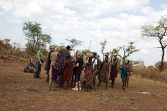 Afrikanskt folk och turister Fotografering för Bildbyråer