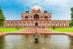 Turist på gravvalvet för Humayun ` s, Delhi, Indien Arkivbild
