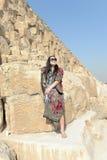 Turist på pyramiderna arkivbild