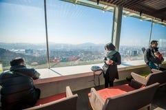 Turist på tornvardagsrummet för N Seoul Royaltyfria Bilder