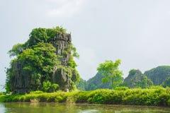 Turist- populärast ställe för fartyg i Vietnam Fotografering för Bildbyråer