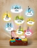 Turist- resväska med berömda gränsmärken runt om världen Royaltyfria Foton