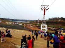 Turist- sammankomst på den dhuadhar vattenfallet Jabalpur Indien royaltyfria foton