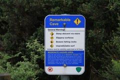Turist- signage för varningsmeddelande arkivfoto