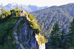 Turist- slinga för berg till korset Arkivbilder