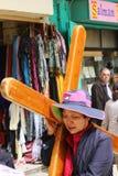 Turist som bär korset Arkivfoton