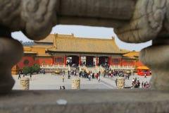 Turist som går runt om Tiananmen Forbidden City Arkivfoton
