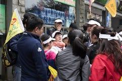 Turist som tar ett vilaavbrott, Huangshan, Anhui Kina Arkivfoton