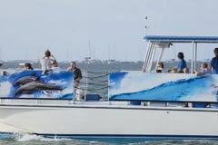 Turist som tycker om en kryssning längs Trumbo punkt Key West Florida Royaltyfria Bilder