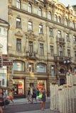 Turist- ställen, historiska gator i Prague Royaltyfri Foto