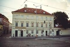 Turist- ställen, historiska gator i Prague Arkivfoton