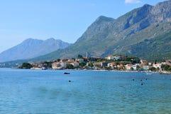 Turist- stad av Gradac på Adriatiskt havet Royaltyfri Fotografi