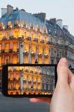 Turist- tagande foto av boulevardSaint Michel Arkivbild