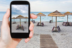 Turist- tagande foto av den tomma stranden för Ionian hav Royaltyfria Foton