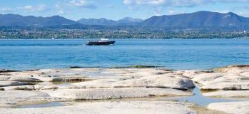 Turist- taxi på sjön Garda royaltyfria bilder