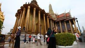 Turist Thailand Kunglig tempel av smaragdBuddha många turister från över hela världen besök lager videofilmer