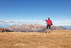 Turist- tyckande om sikter av Alpstein från den Chäserrugg platån royaltyfria bilder
