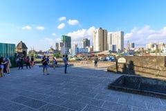 Turist- waching sikt för Manila pasigflod från däcket för fortSantiagosikt som är intramuros, Manila, Filippinerna royaltyfri fotografi
