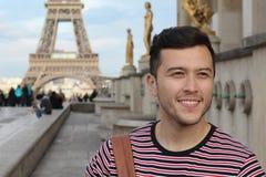 Turista ?tnico en la torre Eiffel, Par?s foto de archivo