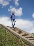 Turista abajo de las escaleras del cielo Fotos de archivo libres de regalías