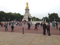 Turista al Buckingham Palace Immagini Stock