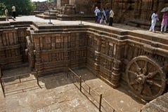 Turista al tempio di Sun, Konarak, India immagine stock